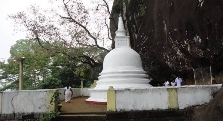 Pothgul Viharaya - Bo Tree and Pagoda